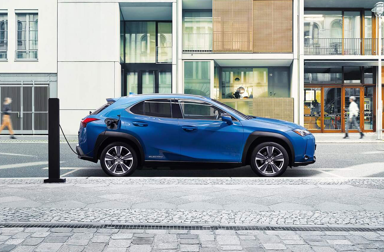 Lexus UX elettrica Torino